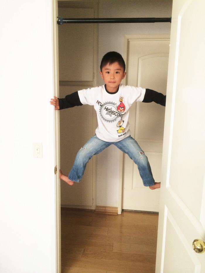 solomon-climbing-door